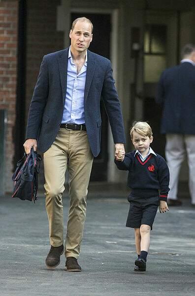 En 2017, le prince George effectue sa première rentrée à la Thomas' Battersea School avec son père