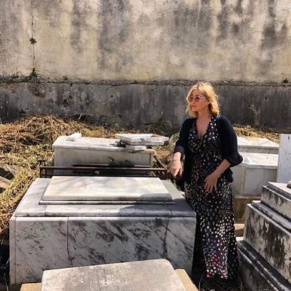 Et grand moment d'émotion pour Emmanuelle Béart, sur la tombe de son papa à Beyrouth.