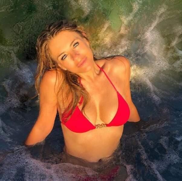 Liz Hurley dans l'Océan Pacifique.