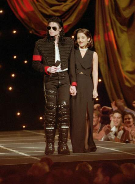 Idem pour Michael Jackson, qui tournera le clip de Your are not alone aux côtés de Lisa Marie Presley.