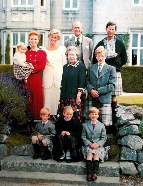 Les petits enfants d'Elisabeth et Philip, c'est sacré ! Et ils n'hésitent pas à poser avec eux, comme ici en 1990
