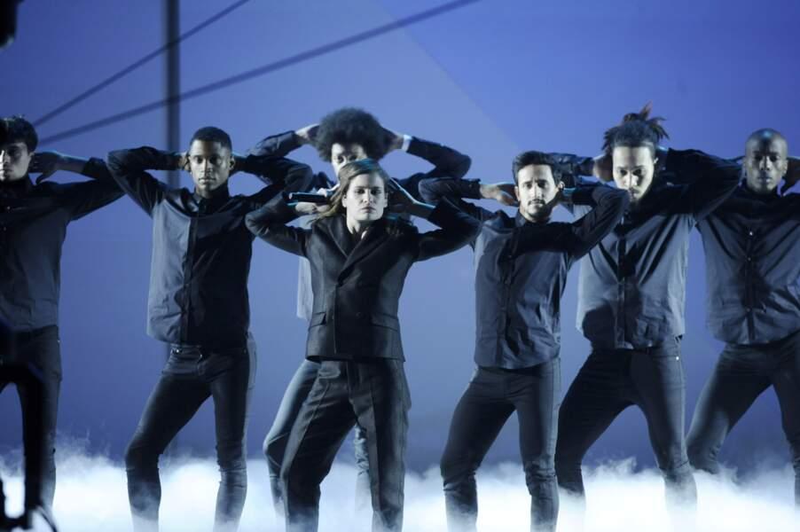Les danseurs de Christine and the Queens ont proposé une chorégraphie impressionnante