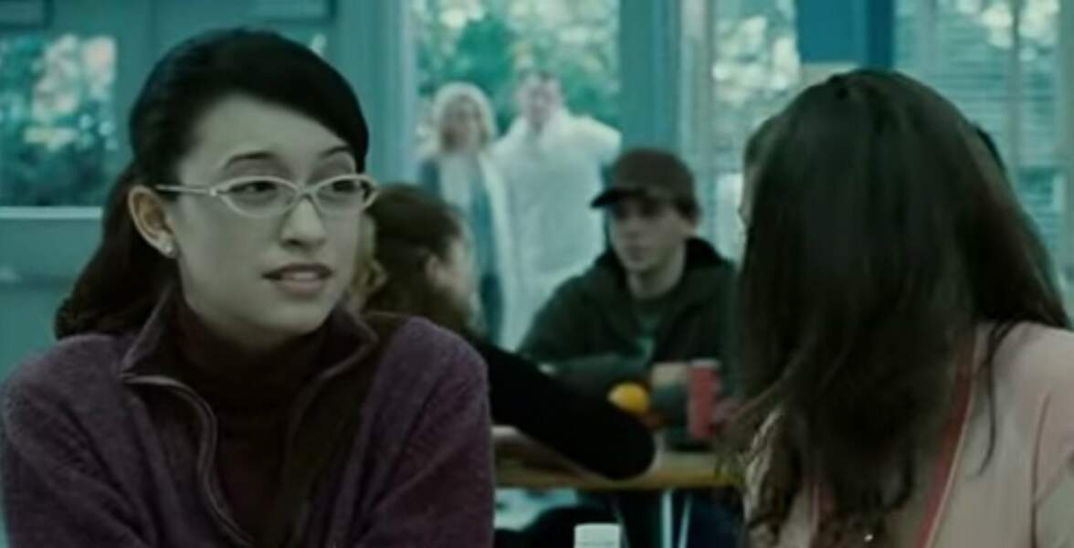 Christian Serratos avec ses petites lunettes... Elle interprète Angela Weber, l'amie de Bella