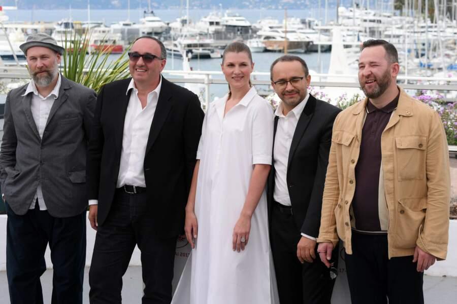 """Peu de temps avant, l'équipe du film """"Faute d'amour"""" s'était réunie pour un photocall sous le soleil"""