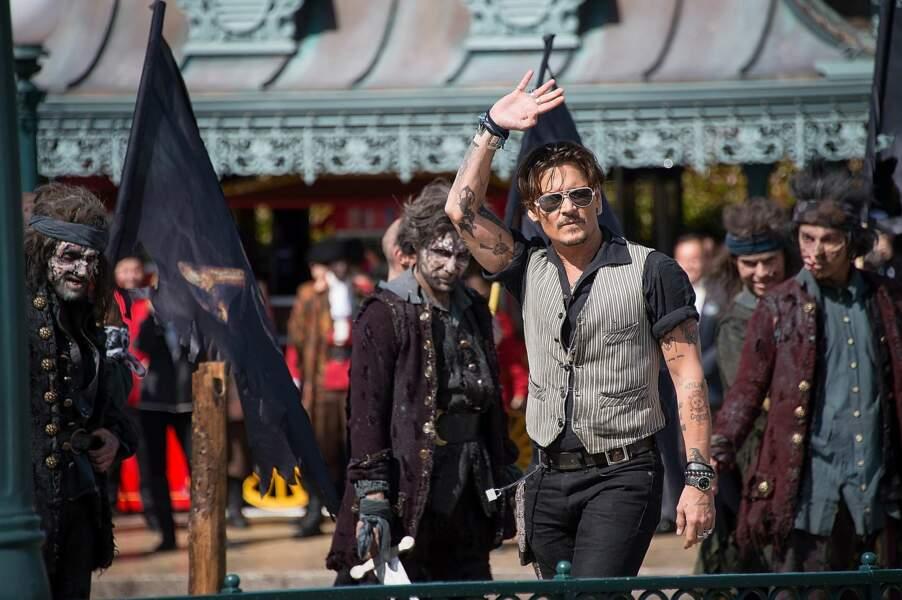 Johnny Depp est couvert de tattoos. Des oeuvres qui font référence à ses enfants, sa mère, son grand-père notamment