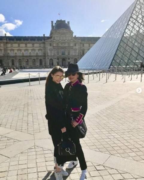 Catherine Zeta-Jones et sa fille Carys ont joué les touristes à Paris.