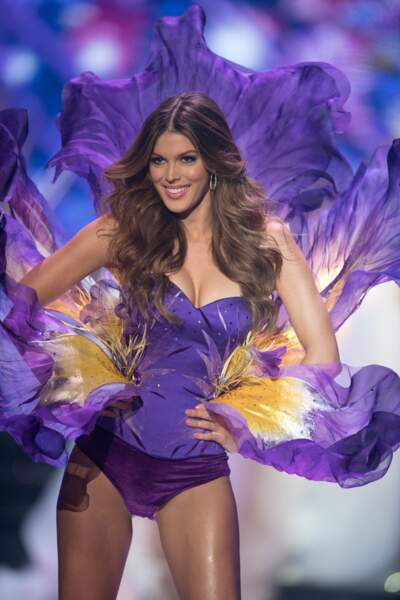 Iris participe à la cérémonie d'ouverture de l'élection Miss France 2018