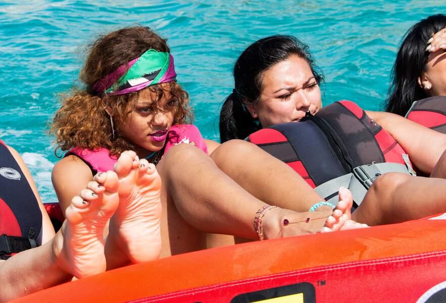On termine avec Rihanna qui fait de la bouée à la Barbade.