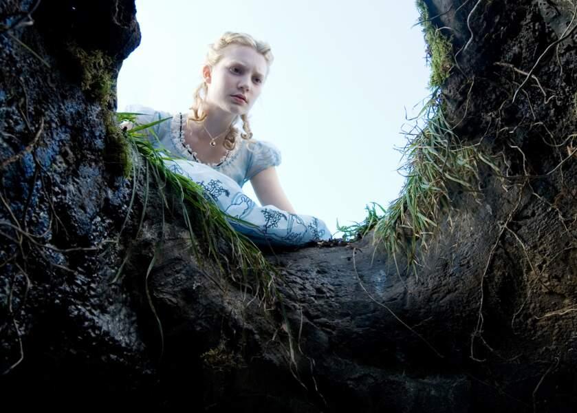 Le terrier du lapin blanc la mènera au pays des Merveilles pour de folles aventures