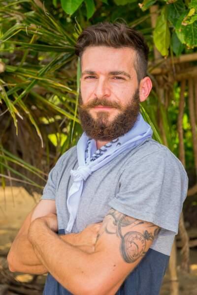 Julien a 29 ans et est menuisier