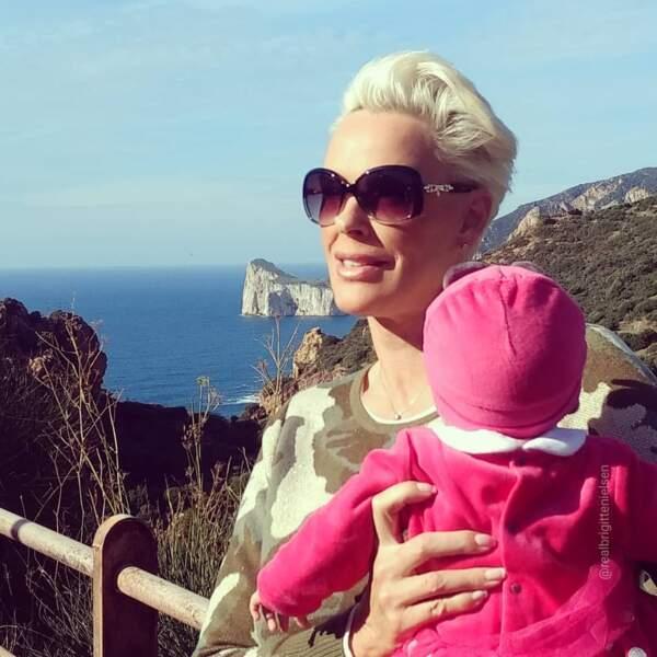 A 54 ans Brigitte a donné naissance à son cinquième enfant, une jolie Frida