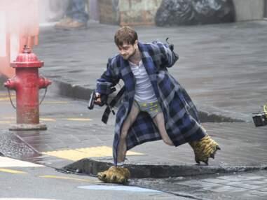 Armé et en caleçon kitsch, Daniel Radcliffe pète les plombs sur un tournage !