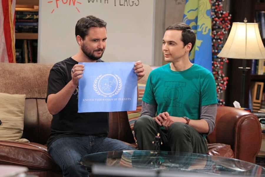 Wil Wheaton, acteur de la série Star Trek : La Nouvelle Génération, joue l'ennemi (puis ami) de Sheldon
