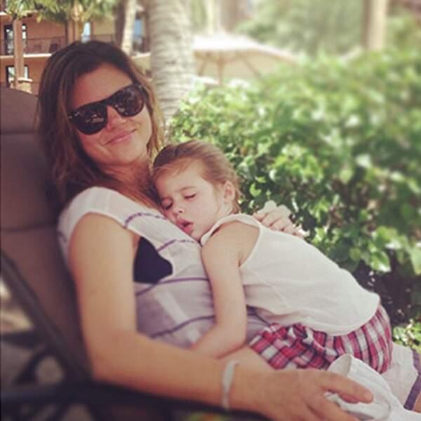 Même quand la petite Harper bave sur sa mère, la photo est a-do-ra-ble !