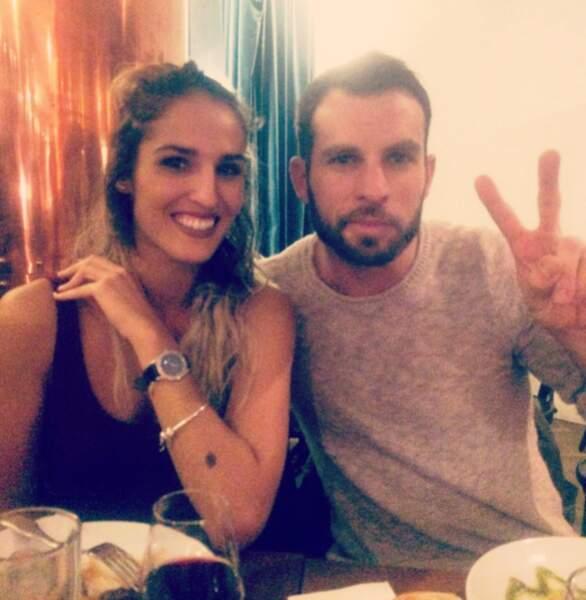 Cassandre et Nicolas, contents de se retrouver autour d'un bon repas