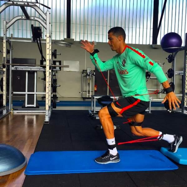 On a mal pour lui : Cristiano Ronaldo en plein renforcement musculaire.