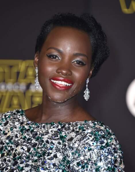 Profitez de la belle Lupita Nyong'o sur le tapis rouge, car elle est méconnaissable dans le film