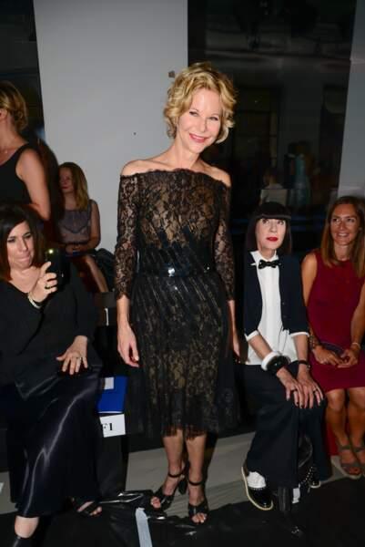 Oui, cette dame en robe de dentelle noire, c'est Meg Ryan !