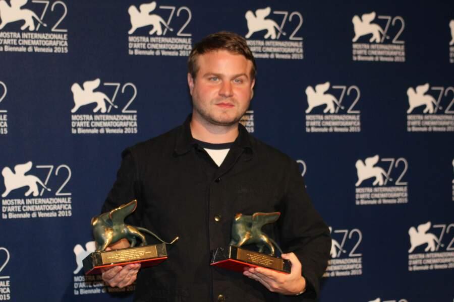 Il a raflé le prix de la meilleure première œuvre et celui du meilleur réalisateur de la section Orizzonti