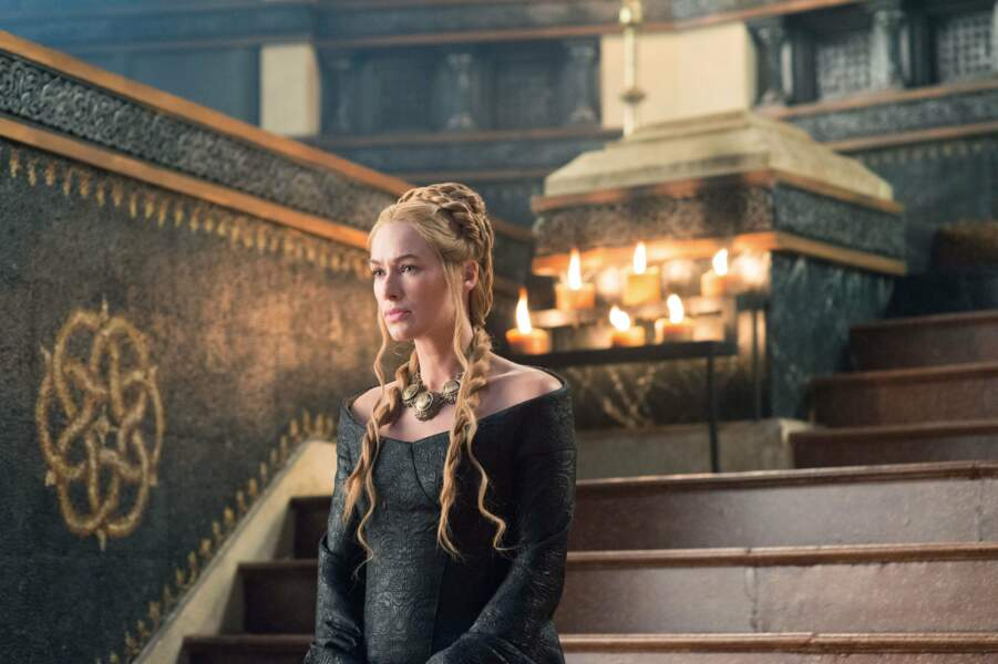 De son côté, Lena Headey (Cersei Lannister), aime rester dans le registre médiéval...