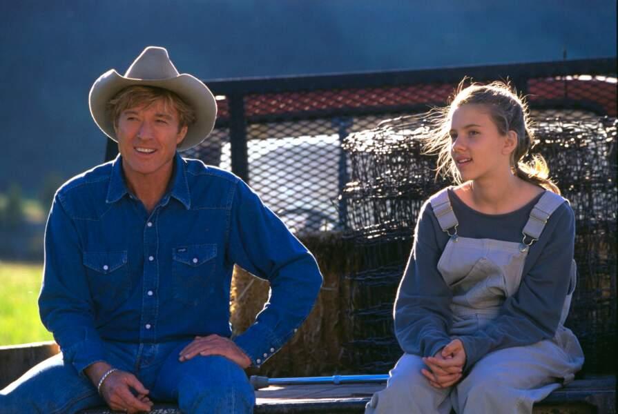 En salopette et sweat informes, Scarlett n'a que 14 ans lorsqu'elle donne la réplique à Robert Redford