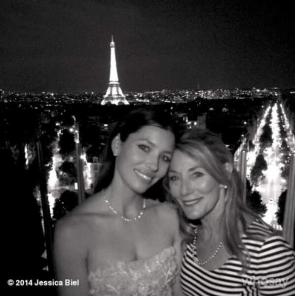 Et passer des vacances en famille à Paris, comme ici avec sa mère