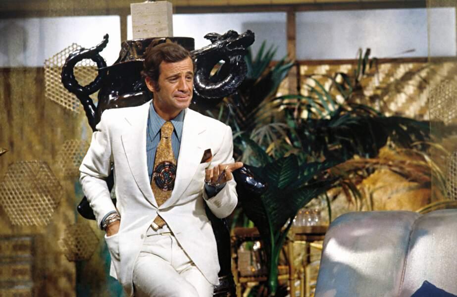 1973 : dans Le Magnifique, il interprète un modeste écrivain qui vit les aventures à travers ses personnages