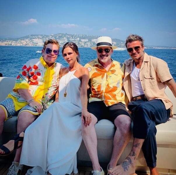 Tout comme les Beckham, Elton John et son mari David Furnish sur leur yatch.