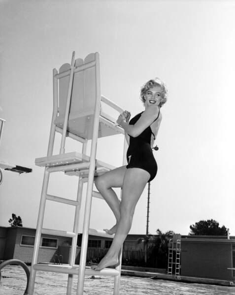 Marilyn sauveteuse ? De quoi nous donner envie de boire la tasse ! (1952)
