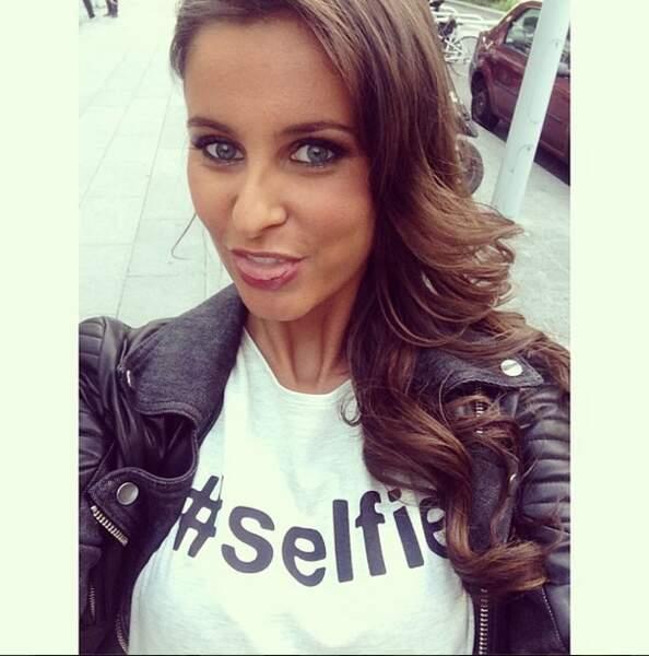 Quelques selfies en vrac : Malika Ménard le porte carrément sur son t-shirt