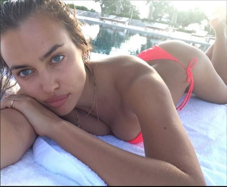 Irina Shayk très sexy sur la plage....