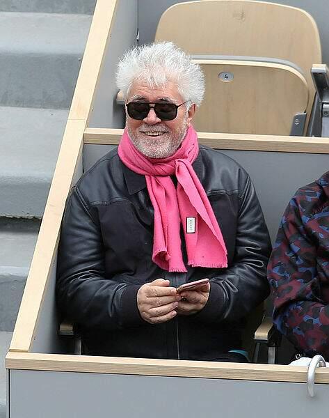 L'immense Pedro Almodóvar était immanquable avec son écharpe rose