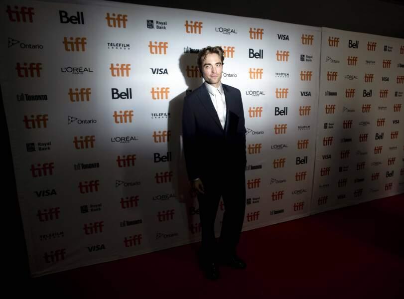 Maintenant qu'il va jouer Batman, Robert Pattinson hésite entre ombre et lumière...