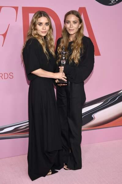 tandis que les soeurs Ashley Olsen et Mary-Kate Olsen sont plus sobres