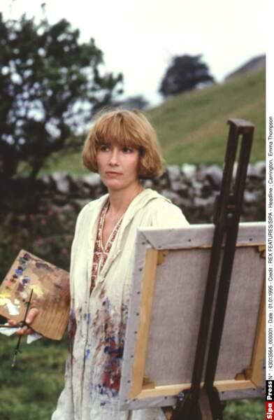 Même avec une horrible coupe, elle reste troublante dans Carrington (1995)