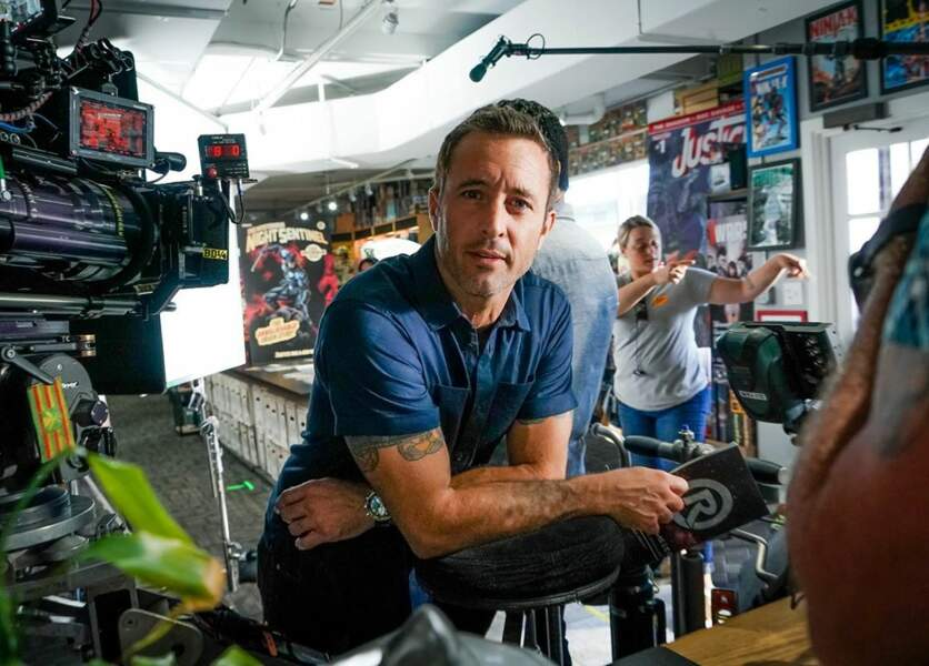 Alex O'Loughlin, alias McGarett le chef du Hawaii 5-0,  interrogerait-il le cameraman ?