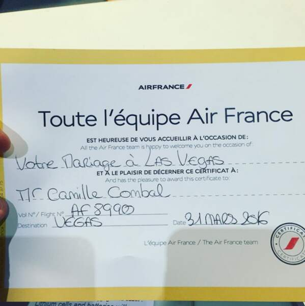 Camille Combal a reçu un certificat d'Air France pour son mariage à Las Vegas.