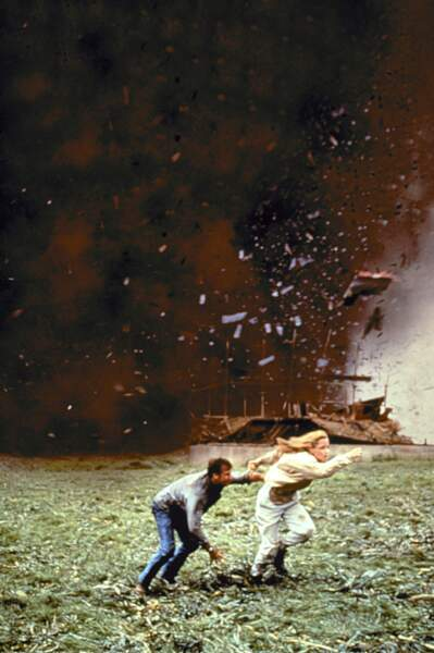 Twister (1996) : Bill Paxton et Helen Hunt face à une tempête XXL.