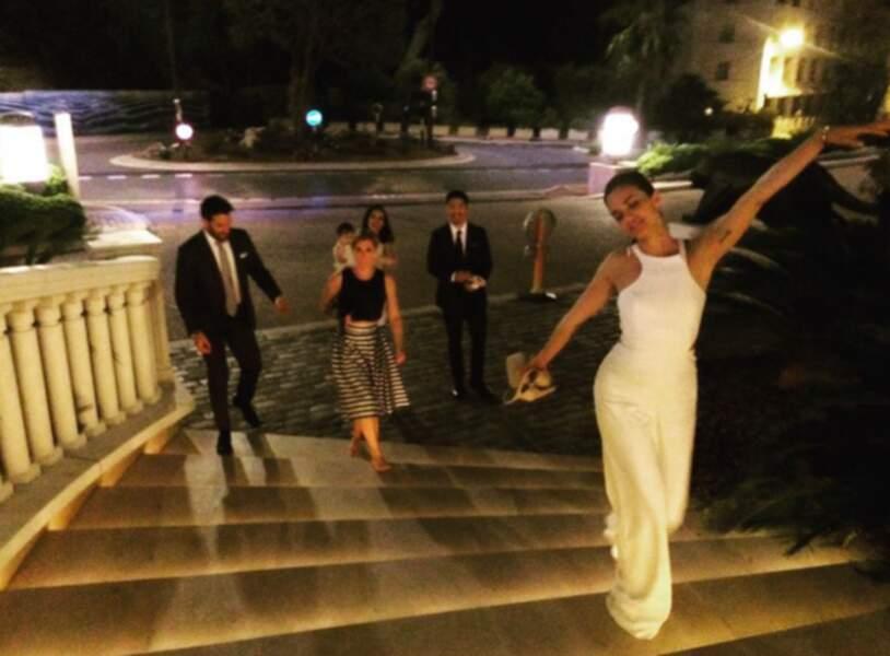 Le cast de Chicago Med fait une after party dans les escaliers