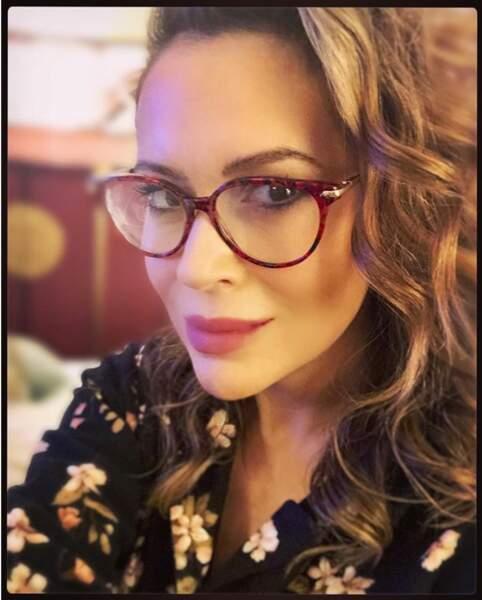 Femme à lunettes, femme à bouclettes comme l'illustre parfaitement Alyssa Milano.