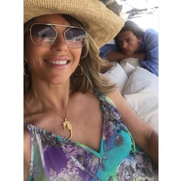Et selfie mère-fils pour Liz Hurley et le jeune Damian.