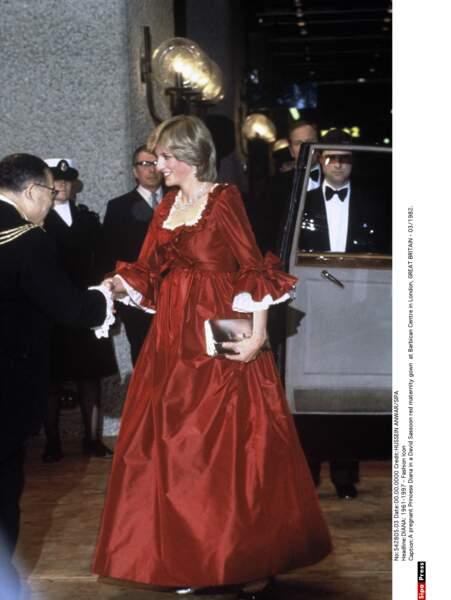 Une robe de maternité et de soirée créée par David Sassoon pour l'inauguration du Barbican center en mars 1982