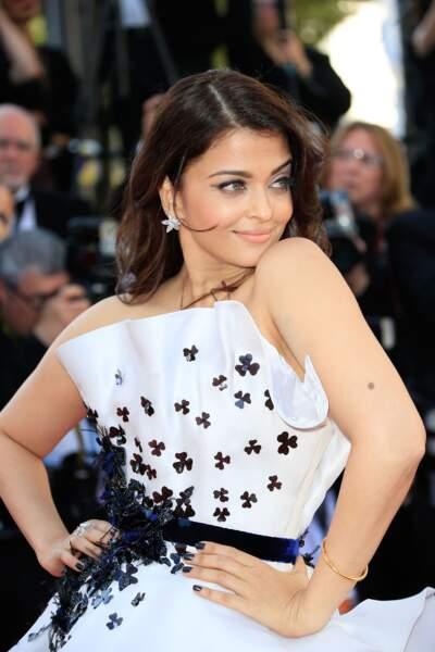 """Aishwarya Rai, rayonnante pour la montée des marches pour """"Youth"""", le 20 mai 2015 au Festival de Cannes."""