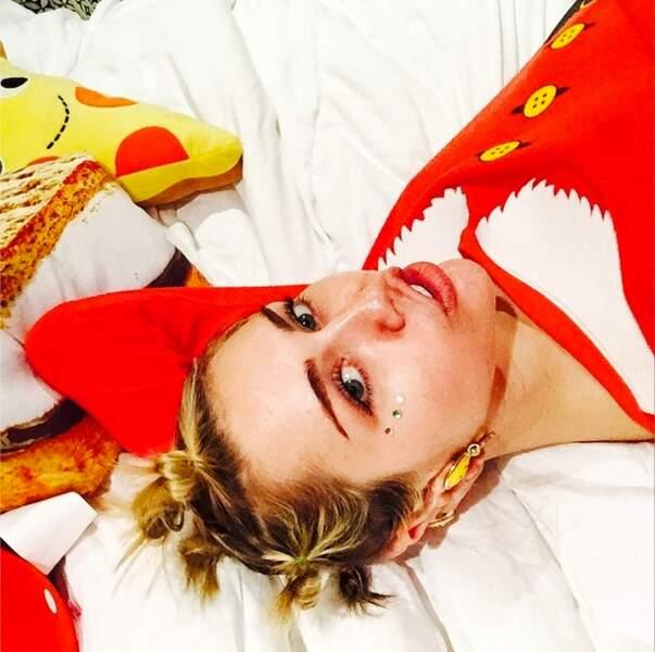 Quant à Miley Cyrus, elle en a profité pour arborer son plus beau déguisement de lutin
