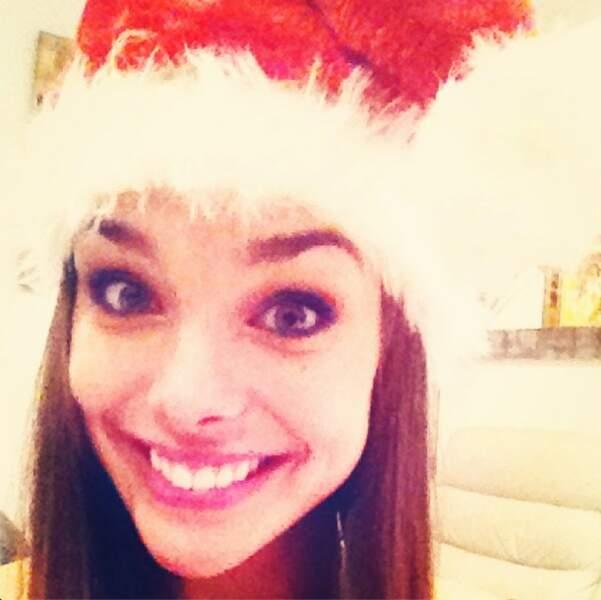 Marine Lorphelin est adorable, son bonnet de Noël sur la tête !