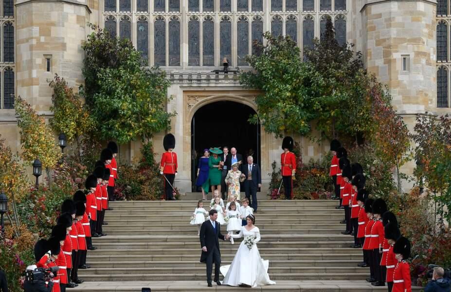 Les mariés sortent de la chapelle Saint-George