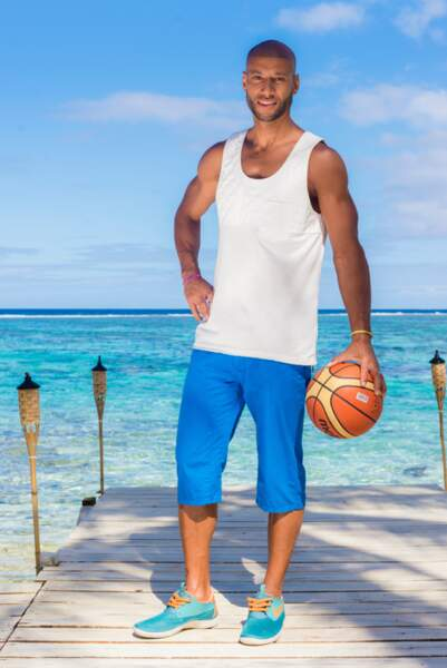 8 ans après Secret Story, le voilà de retour dans une émission de télé-réalité avec... un ballon de basket !