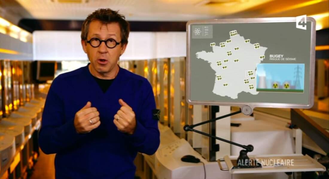 """Dans la catégorie """"Les looks de Jamy"""" : pull bleu électrique col en V"""