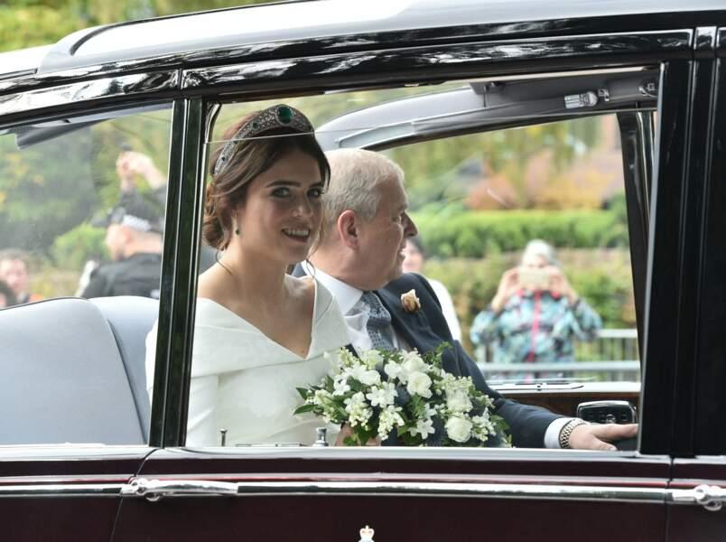 La princesse Eugenie arrive en voiture avec son père le prince Andrew