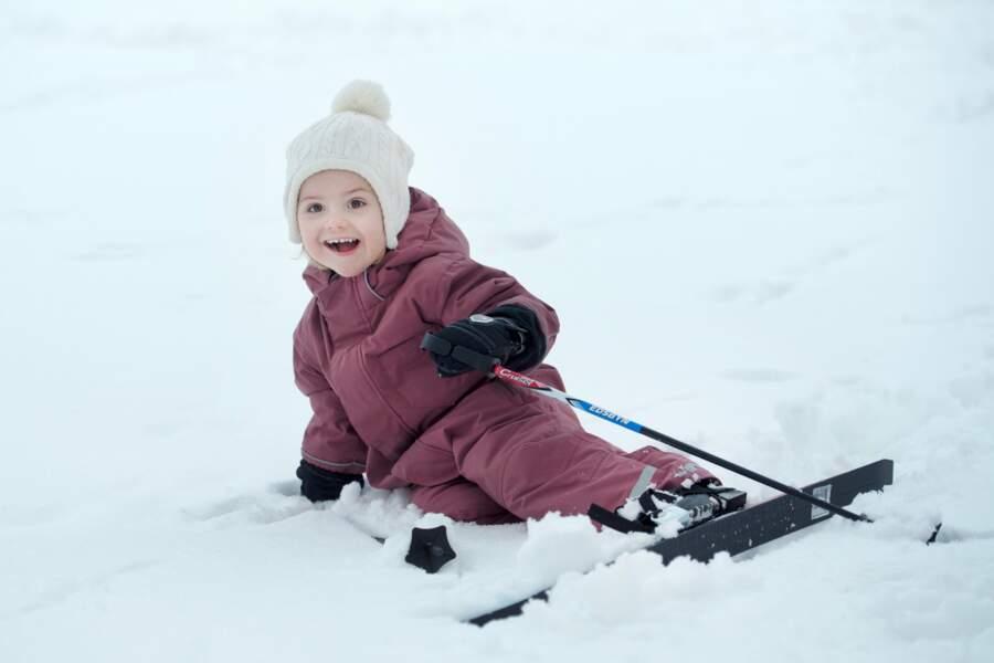 Premières démonstrations à ski pour la facétieuse Estelle